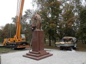 Фото: У Глобиному встановили скульптуру  Святого Архистратига Михаїла
