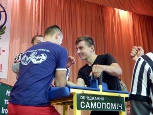 Фото: Полтавська «Самопоміч» організувала відкритий чемпіонат міста Полтава з армспорту у абсолютній ваговій категорії