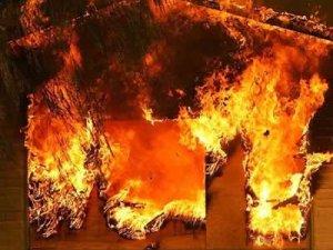 Фото: На Полтавщині у власному будинку згоріли батько та син
