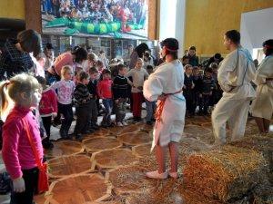 Фото: У полтавському театрі ляльок відбулася прем'єра еко-вистави «Дерево казок» (ФОТО)