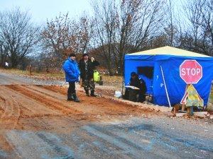 """Фото: Поліція: про порушника на  синьому """"мерседесі"""", який віз телят, нам не повідомляли"""