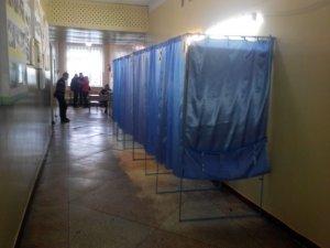 Фото: Вибори у Полтаві: на одній з дільниць не слідкували за бюлетенями