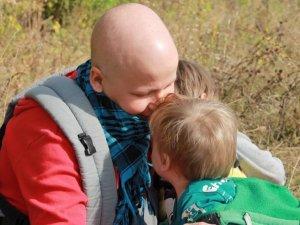 Фото: На Полтавщині мама двох малюків потребує коштів, аби вилікуватись від тяжкої недуги