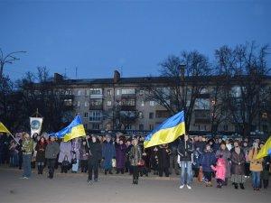 Фото: Свічки та колоски в руках – полтавці вшанували жертв Голодомору (ФОТО)