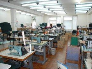 Фото: У Хоролі двоє чоловіків пограбували швейну фабрику