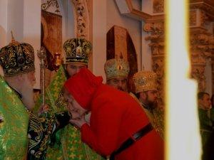 Фото: Патріарх Філарет у Полтаві вручив нагороди Головку і волонтерам та освятив дошку святому