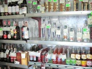 Фото: У Лохвиці місцеві хлопці пограбували магазин