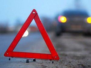 Фото: У Полтаві водій легковика в'їхав у рекламний щит: є постраждалі