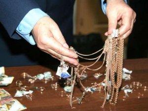 Фото: Юнакам, які пограбували полтавський ювелірний магазин, дали по вісім років