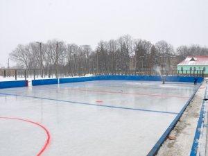 Фото: Ковзанки та хокейні майданчики обіцяють дітям Полтавщини на зимові канікули