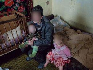 Фото: Голодні, роздягнені й зі сльозами на очах – двох таких малюків вилучили у сім'ї з Полтавщини