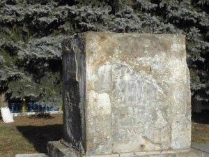 В одному з міст Полтавщини за вечір демонтували два  пам'ятника Леніну