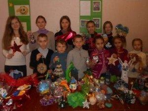 Фото: У Миргороді школярі виготовили ялинкові прикраси для захисників України
