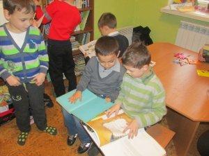 Фото: Організатори акції «Книжка під подушку» передали першу частину зібраних дитячих книг
