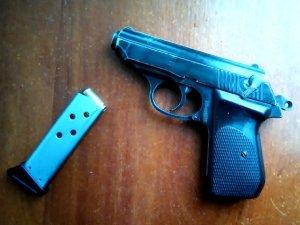 Фото: У Гребінці на вокзалі затримали п'яного чоловіка з пістолетом