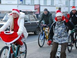 У Полтаві Діди Морози пересіли на велосипеди