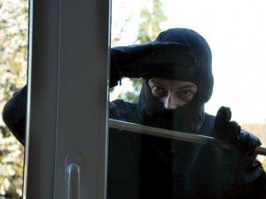 Фото: Злодій напідпитку заліз у квартиру кременчужанина через вікно