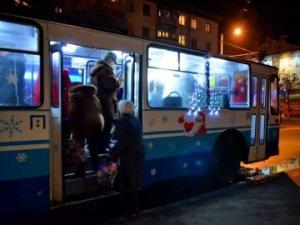 Фото: У Новорічну ніч потрапити додому можна на громадському транспорті
