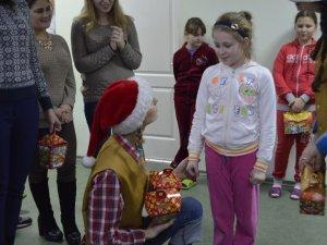 Фото: Волонтери ПНПУ створили свято для дітей у двох полтавських лікарнях