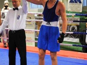 Фото: Євгена Павловського з Комсомольська визнали одним з найкращих боксерів України