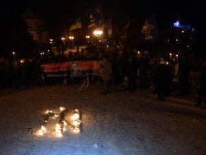 Фото: Полтавці вшанували Степана Бандеру ходою зі смолоскипами (фоторепортаж)