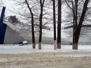 Фото: У Полтаві завалився спортивний комплекс (фото)