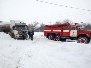Фото: На Полтавщині через негоду утворився затор з понад 30 автомобілей