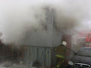 Фото: У Полтаві на «Огнівці» гасили пожежу на автостоянці (ФОТО)