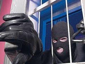 Фото: На Полтавщині пограбували магазин: серед викраденого – речі для бійців АТО