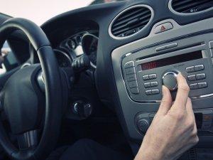 Фото: У зв'язку з негодою на Полтавщині допомагати водіям на дорогах будуть радіостанції