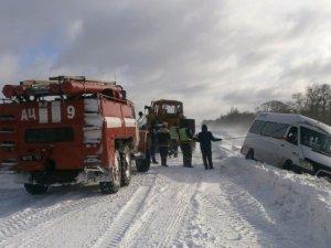 Фото: Полтавські рятувальники витягли із заметів понад півтисячі авто
