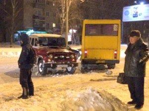 Фото: У Полтаві «УАЗ» не розминувся із «маршруткою» (фотофакт)
