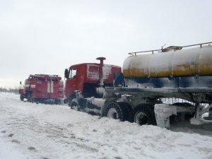 Фото: У Пирятинському районі зі снігових заметів витягли 7 автомобілів