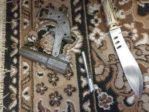 На Полтавщині чоловік у гаражі зберігав зброю