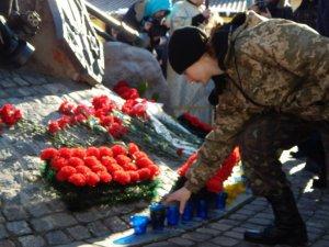 У Полтаві вшанували пам'ять героїв Крут (фото)