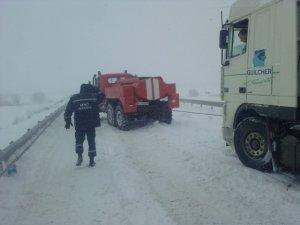 Фото: На Полтавщині врятували із «зимової пастки» понад тисячу авто та близько двох тисяч людей