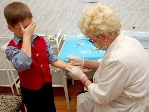 Фото: Полтавці  занепокоєні, що під час епідемії грипу школярів щеплюють від поліомієліту
