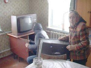 Фото: Грабіжник у Полтаві вдерся до старенької «пошукати наркотики»