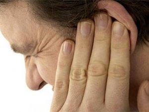 Фото: У Полтаві в суді чоловік відрізав собі мочку вуха і з'їв