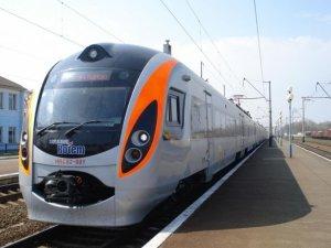 Фото: У Полтаві  швидкісний потяг «Хюндай» збив людину