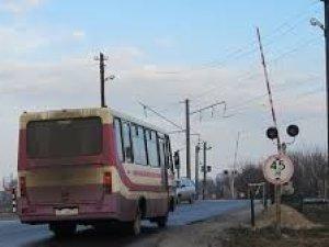 Фото: Під Полтавою поїзд ледь не зіштовхнувся із автобусом