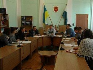Фото: На комісії Полтавської міської ради говорили про безпритульних тварин, підприємців і логотип