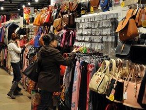 Фото: У Полтаві з магазину «KARI» жінка вкрала прикраси