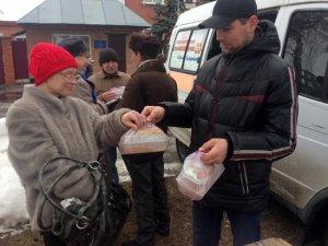 Фото: У Лубнах гарячими обідами годують усіх охочих