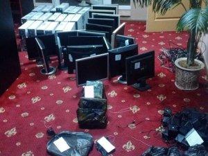 Фото: На Полтавщині вилучили понад 300 комп'ютерів, на яких надавали гральні послуги