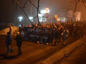 Фото: Рік потому: у Полтаві ультрас вшанували пам'ять загиблого в АТО Антона Грицая