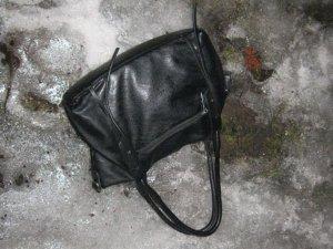 Фото: У Полтаві чоловіки напали на жінку і вирвали сумку