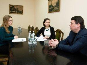 Фото: Волонтери ініціативи iGov підписали меморандум про співпрацю з керівництвом Полтавської ОДА