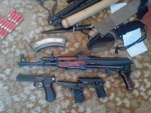 Фото: Полтавець тримав удома зброю та боєприпаси