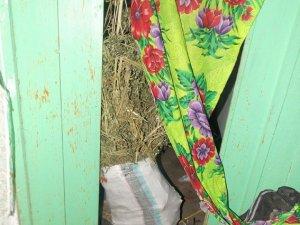 Фото: На Полтавщині чоловік тримав удома мішок наркотиків